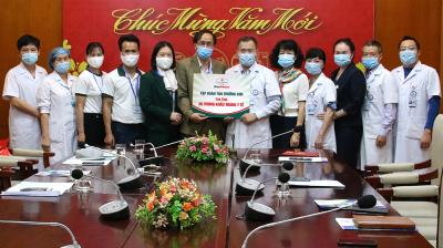 Tân Trường Son Group đã trực tiếp trao tặng 125,000 chiếc khẩu trang y tế cao cấp cho Bệnh viện Bưu Điện Việt Nam
